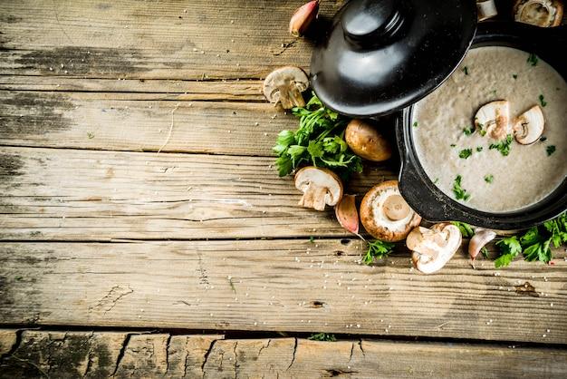 Sopa de cogumelos caseira
