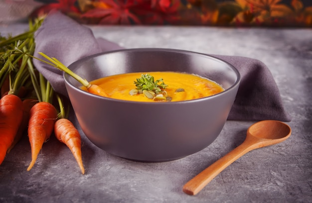 Sopa de creme de cenoura saudável comer