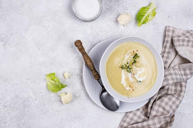 Sopa de creme de couve-flor vegana saudável