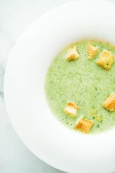 Sopa de creme de espinafre verde