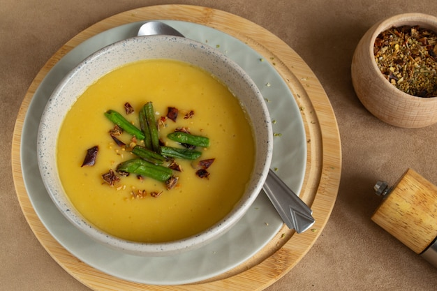 Sopa de creme de lentilha com páprica