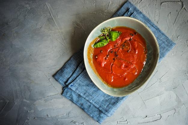 Sopa de creme de tomate espanhola tradicional