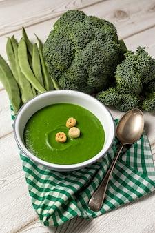 Sopa de creme vegetal verde