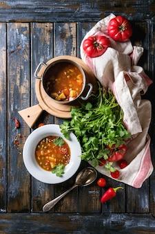 Sopa de ervilha de tomate e cenoura
