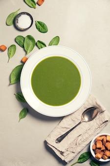Sopa de espinafre caseiro