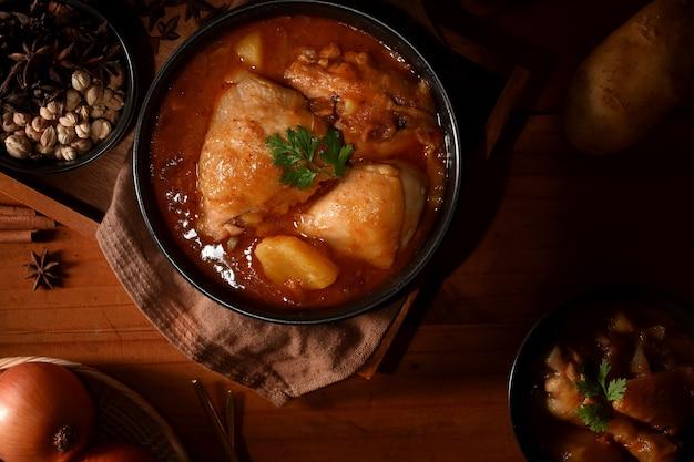 Sopa de frango massaman curry