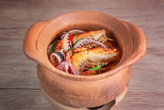 Sopa de frutos do mar picante