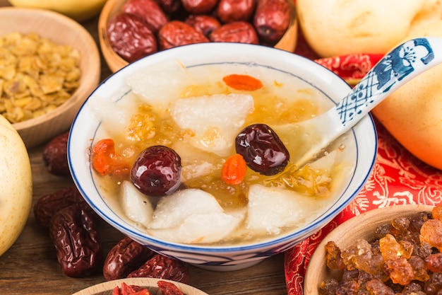 Sopa de goma de pêssego cozida