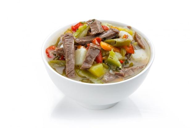 Sopa de legumes com tiras de carne