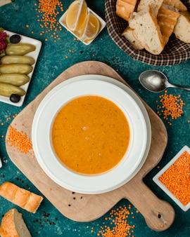 Sopa de lentilha com limão