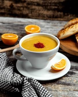 Sopa de lentilha com pimenta vermelha