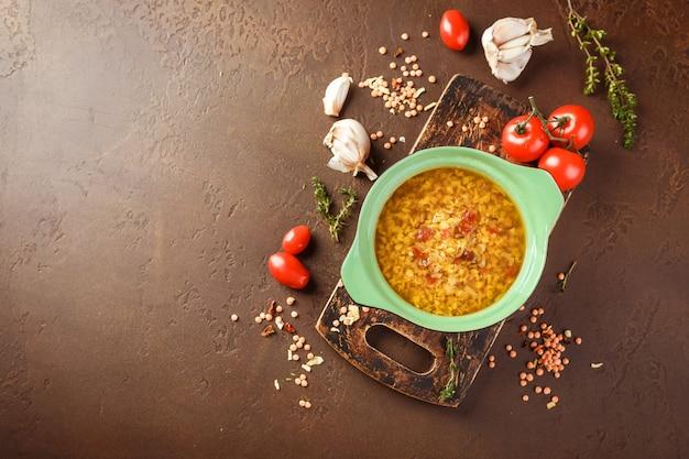 Sopa de lentilha - masoor dal ou dal tadka curry