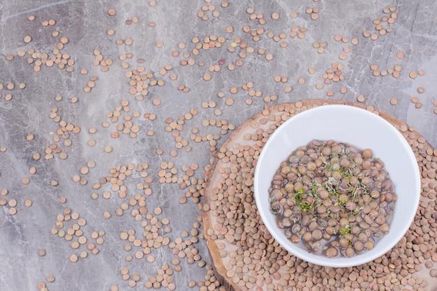 Sopa de lentilha verde com ervas e especiarias