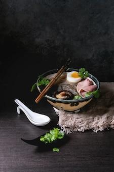 Sopa de macarrão japonês