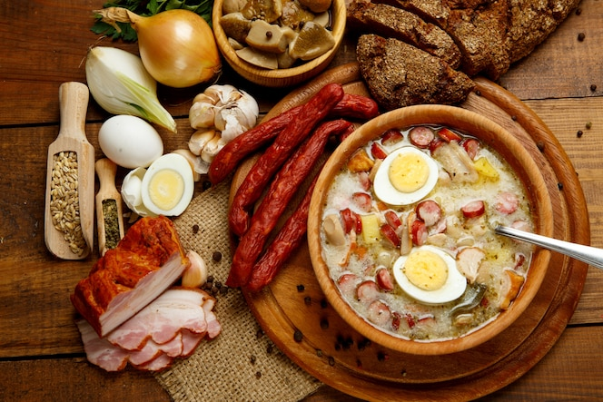 Sopa de Páscoa polonesa tradicional Zurek