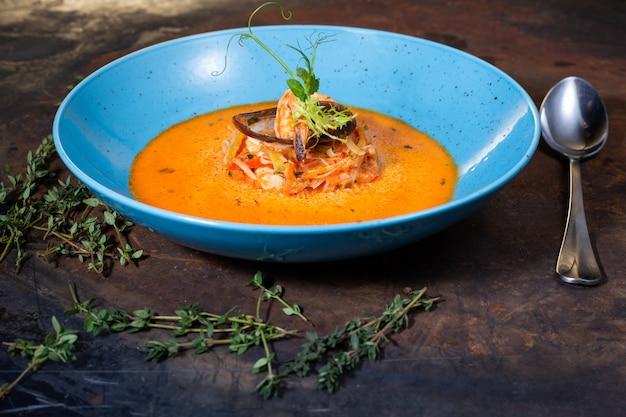 Sopa de peixe bouillabaisse