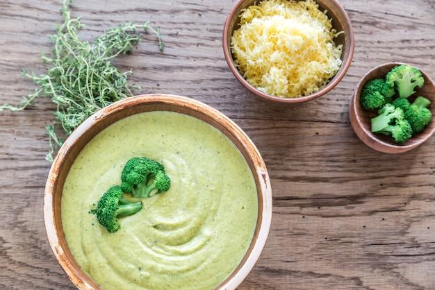 Sopa de queijo brócolis