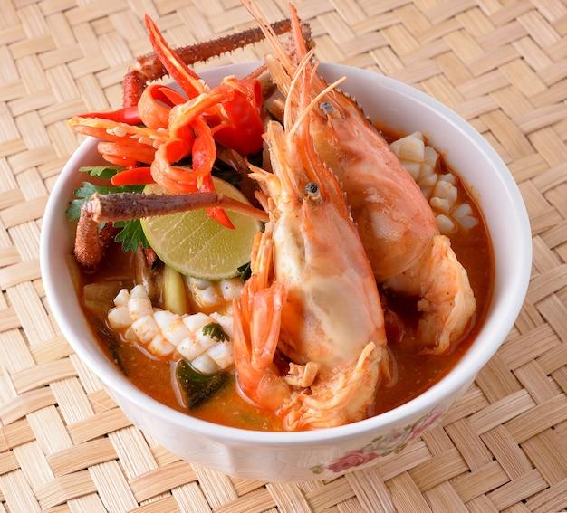 Sopa de tom yum, comida tailandesa