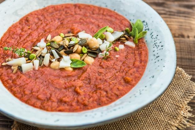 Sopa de tomate detox vegetariana, brócolis e grão de bico