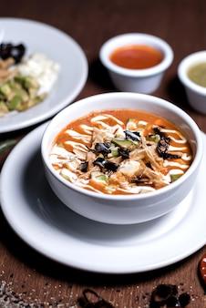 Sopa de tortilha, comida mexicana