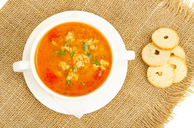 Sopa densa de vegetais caseiros com arroz de abóbora e tomate