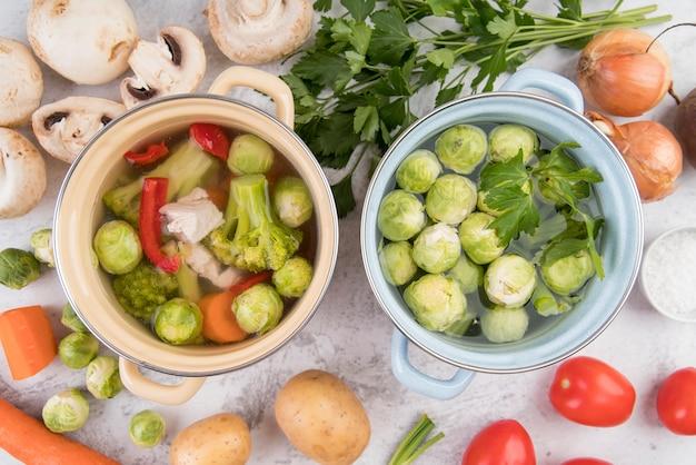 Sopa e legumes da couve de bruxelas