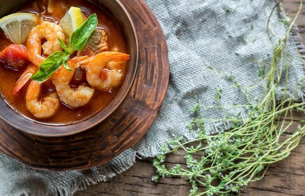 Sopa francesa picante com frutos do mar