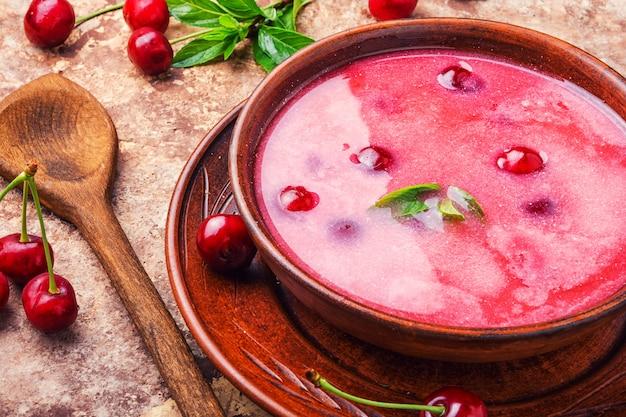 Sopa fresca de cereja