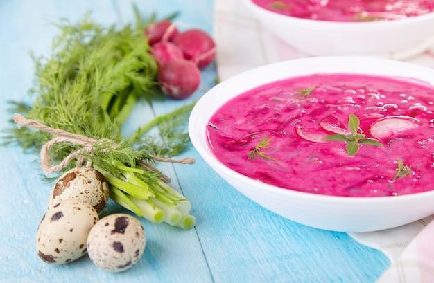Sopa fria de legumes com beterraba e iogurte natural