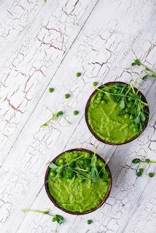 Sopa ou batido vegano de brócolis verde