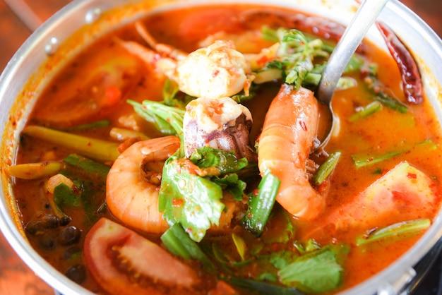 Sopa picante com frutos do mar