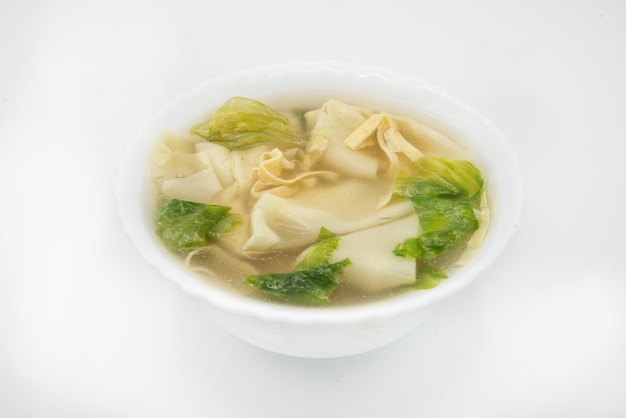 Sopa típica de bolinhos de massa, wan tun