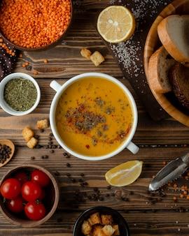 Sopa turca com especiarias