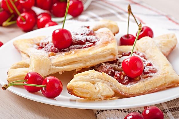 Sopro saboroso com uma cereja doce