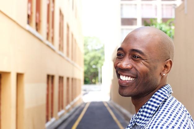 Sorrindo, africano, homem, cidade