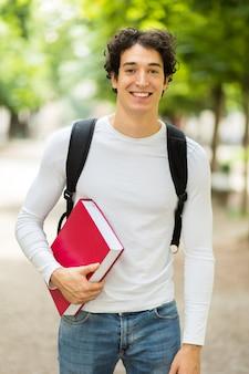 Sorrindo, estudante, ao ar livre, em, um, pátio faculdade