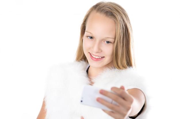 Sorrindo estudante, tendo um selfie
