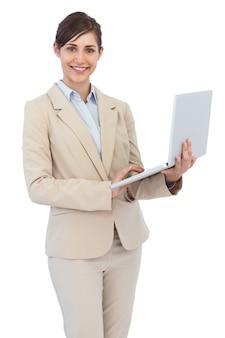 Sorrindo, jovem, executiva, segurando, laptop