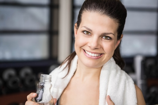 Sorrindo, mulher grávida, mostrando, polegar, cima, em, a, ginásio