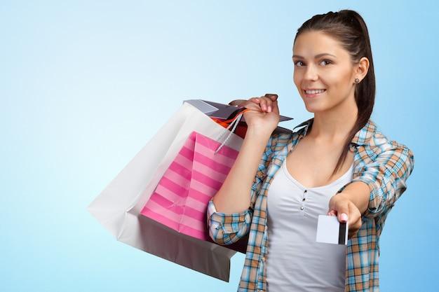 Sorrindo, mulher jovem, com, bolsas para compras
