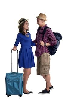 Sorrindo, par asiático, turista, com, mala, olhando um ao outro