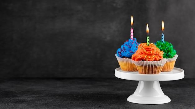 Sortido de cupcakes de festa de aniversário