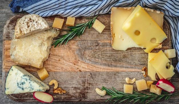 Sortido de queijo saboroso