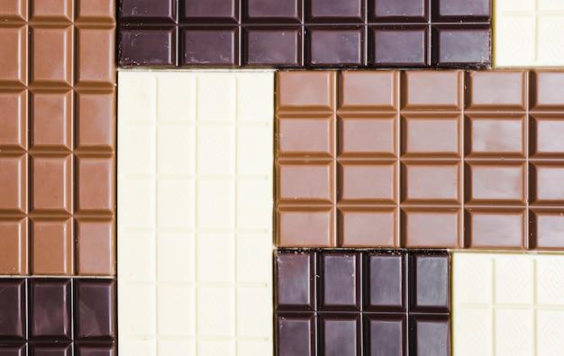 Sortimento de leigos planos com diferentes tipos de chocolate