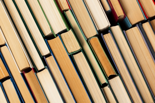 Sortimento do dia do livro do mundo criativo