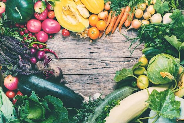 Sortimento fresco legumes orgânicos mercado de quadros