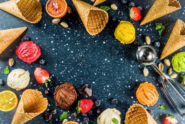 Sorvete colorido de frutas e bagas
