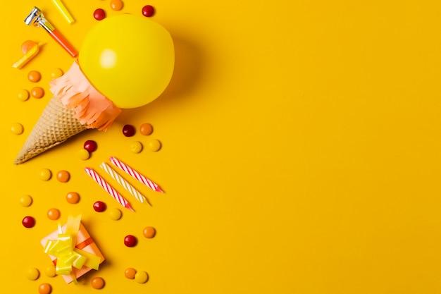 Sorvete de balão com espaço de cópia