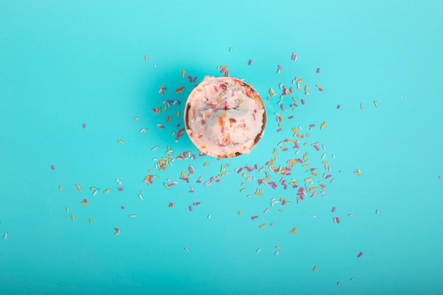 Sorvete de baunilha com raspas de caramelo