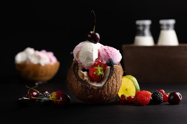 Sorvete de coco doce saboroso lanche delicioso